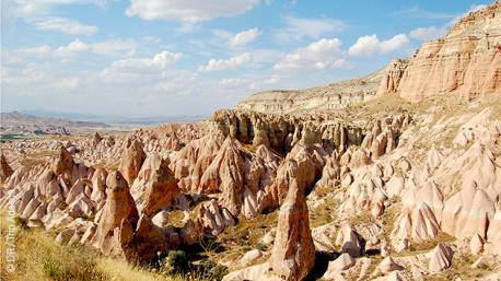 Cheminées de fées, églises troglodytes, vallées et canyons... ce trek en Turquie vous réserve des moments inoubliables