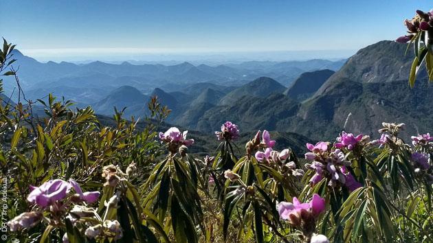 Un parcours pédestre avec logement en gîte d'étapes dans les montagnes de la Serra dos Orgaos au Brésil