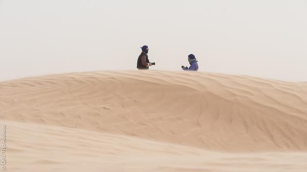 Rencontres avec les tribus nomades du Sahara pendant votre séjour randonnée pédestre et à dos de dromadaire