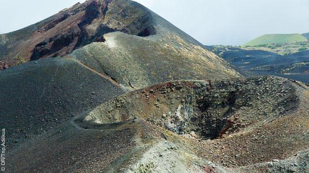 Paysages volcaniques impressionnant sur ce trek au Cameroun