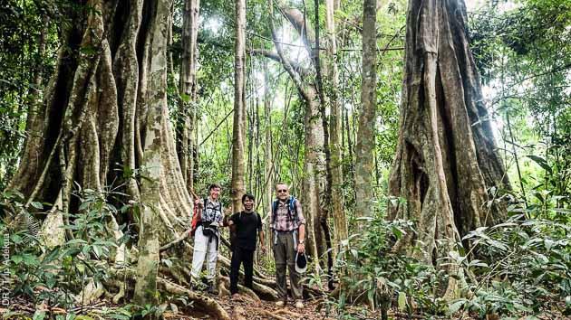 De nombreuses visites jalonnent cet itinéraire de randonnée au Cambodge, entre Angkor, le lac Tonle Sap et le Mondolkiri