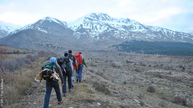 Paysages majestueux dans les Alpes Albanaises pendant un trek accompagné