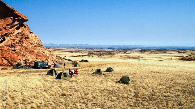 Nature sauvage, entre plaines et rocailles, vous randonnez pendant 10 jours en Namibie