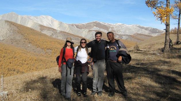 Dans l'immensité des paysages mongols, des randonneurs heureux et des rencontres riches
