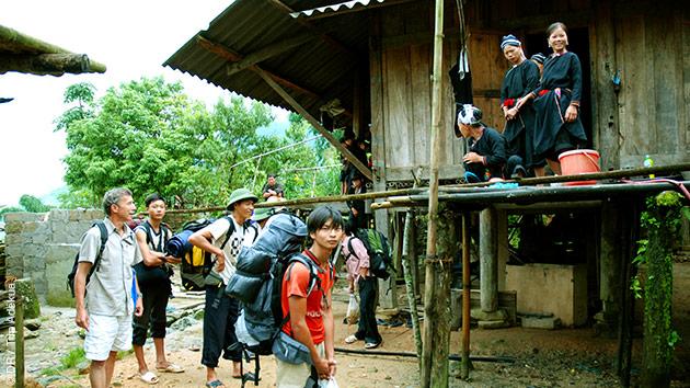 Un échange avec les cultures locales lors de ce trekking dans la province de Ha Giang au Vietnam