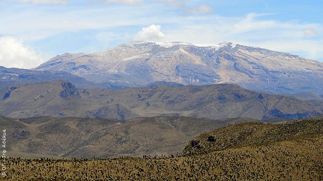 Des itinéraires de trek accessibles à tous, en famille ou entre amis, pour apprécier la beauté des paysages : sommets enneigés, sources d'eaux chaudes et plantations de café