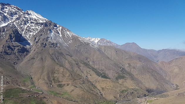 Itinéraire de trekking sur les pentes peu fréquentées des montagnes du Maroc