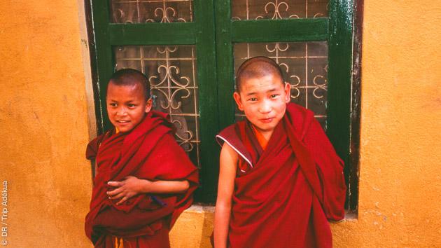 Rencontre avec les moines et nonnes tibétains qui vous accompagneront dans la méditation pendant votre circuit trekking au Népal