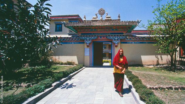 Visite de monastère au Népal, pendant votre circuit randonnée trekking et méditation