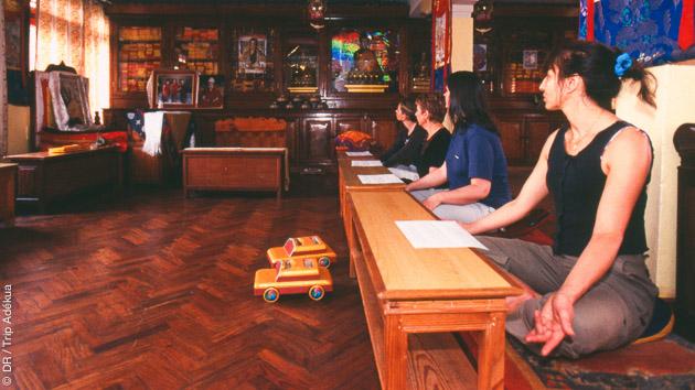 Accompagnement à la méditation dans les monastères tibétains pendant votre randonnée dans l'Himalaya