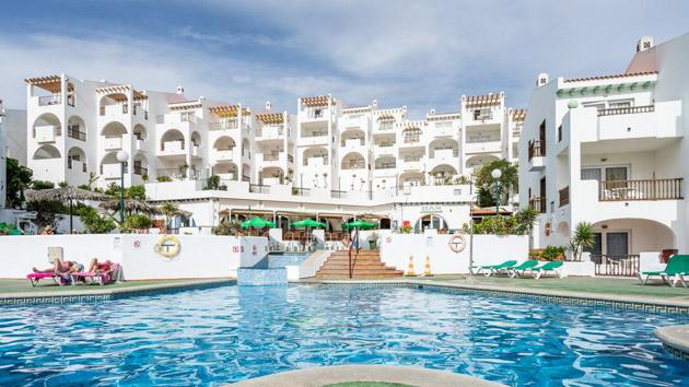 Piscine, tennis et restaurant pour votre hébergement à Tenerife