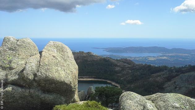 Paysages majestueux, bivouac en bergerie : un concentré de Corse vous attend pendant cette randonnée pédestre
