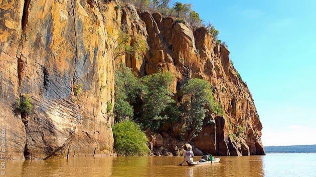 En hôtel et bivouac, avec une descente en pirogue, votre itinéraire de trekking sillonne les plus beaux sites de Madagascar , dans le massif du Makay