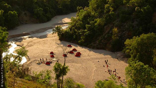 Bivouac près de la rivière pendant votre séjour trek à Madagascar