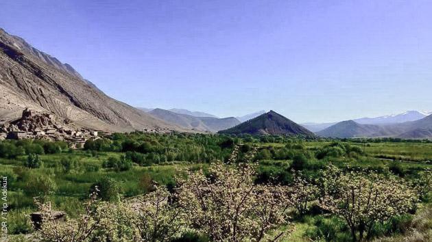 Superbes paysages des montagnes de l'Atlas au Maroc pendant des vacances culturelles et sportives, avec trek et bivouac